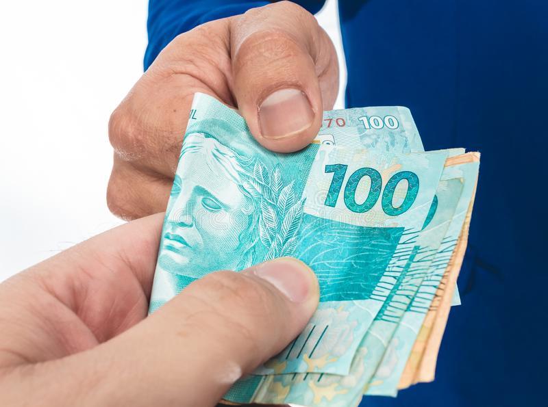 Novo microcrédito da CAIXA libera de R$100 a R$1.000